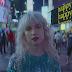"""Tá todo mundo fingindo felicidade no clipe de """"Fake Happy"""", do Paramore 🙃"""