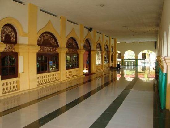 http://4.bp.blogspot.com/-mStNd5ADYFQ/T2t2nhaAOJI/AAAAAAAAAlA/jj6sy0JwWCs/s1600/teras+masjid.jpg