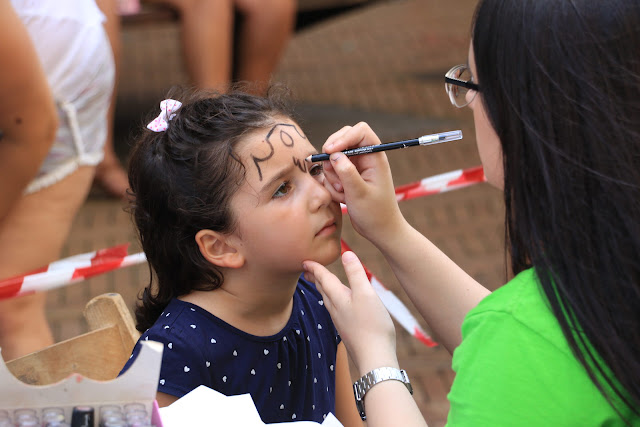 Pintacaras durante las fiestas del Carmen en Herriko Plaza en Barakaldo