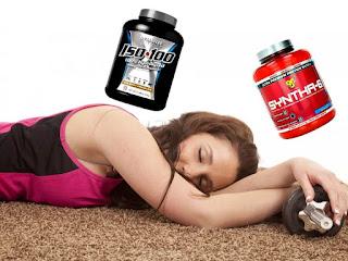 batido de proteínas al despertar mujer gym