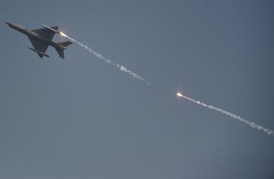 باكستان تأسر طيارا إسرائيليا شارك في الاشتباك الجوي مع الهند (فيديو)