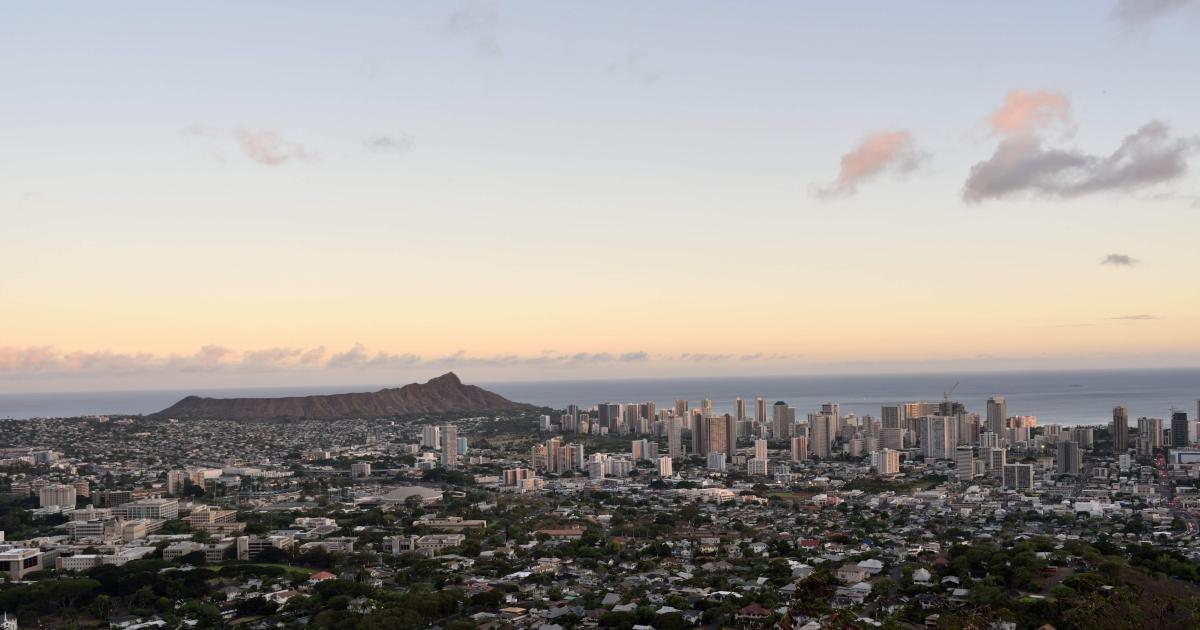 ワイキキとダイヤモンドヘッドを一望するタンタラスの丘(ハワイ州オアフ島)