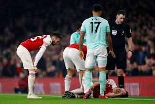 laurent koscielny injury vs bournemouth.jpg