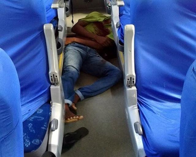Polícial de folga reage a ssalto e mata bandido dentro de micro-ônibus da copertalse