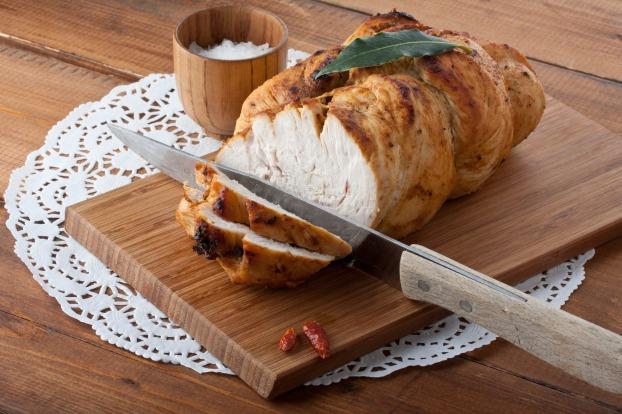طريقة جميلة لتحظير طبق لذيذ بلحم الديك الرومي. | ملكة العرب