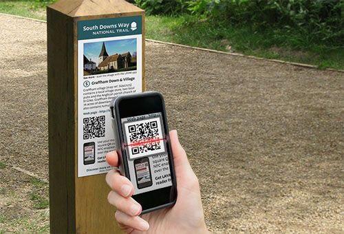 Mã QR với chiến dịch truyền tải thông tin bằng chuyển đổi thiết bị