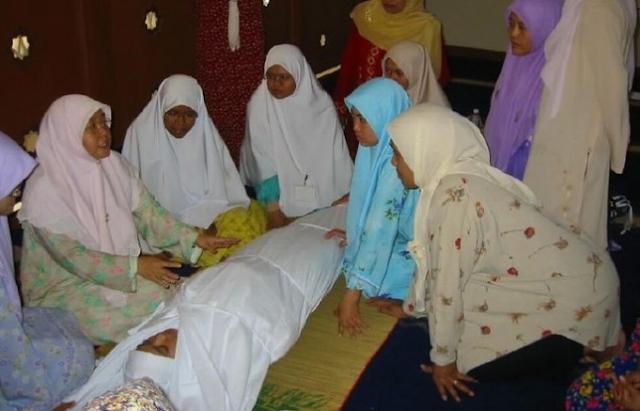 Kisah Nyata, Bertaubat dan Jadi Penghafal Quran Saat Meninggal Kafan Gadis Ini Berbau Wangi