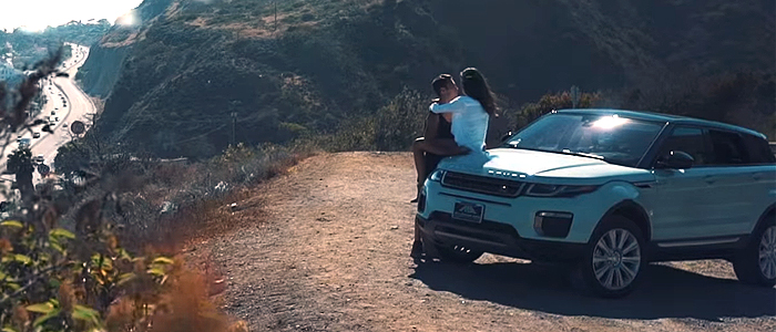 The Chainsmokers - Closerのプロモーションビデオに登場する車は、レンジローバー・イヴォーク