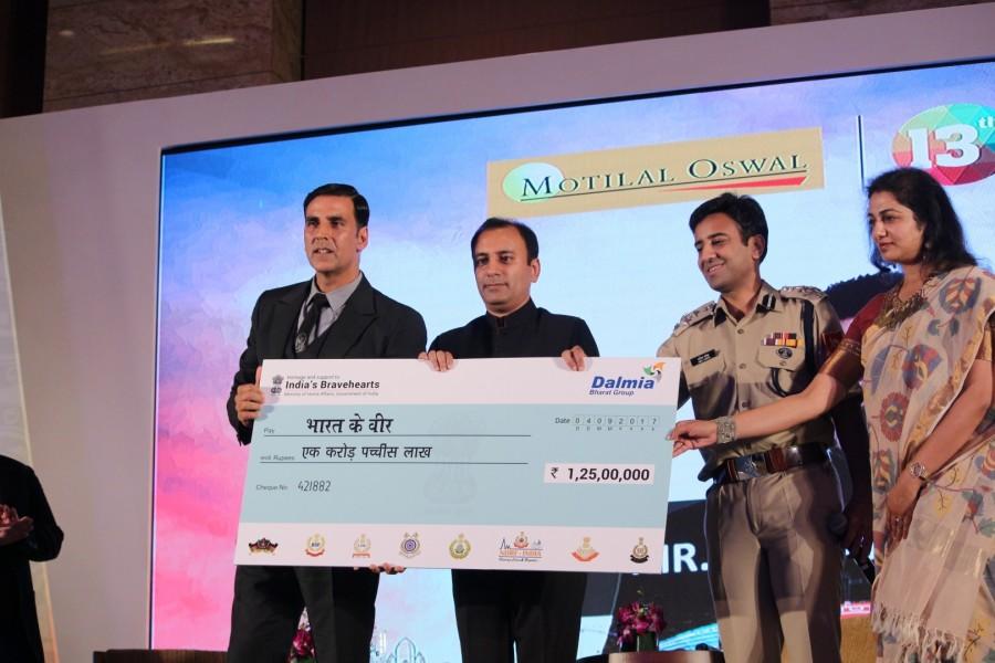Akshay Kumar Launches Bharat Ke Veer Donation