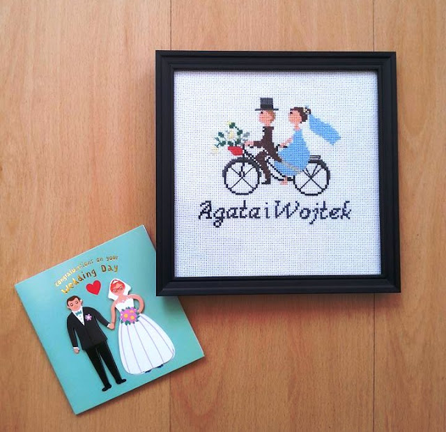 Pamiątka ślubu – para młoda na rowerze