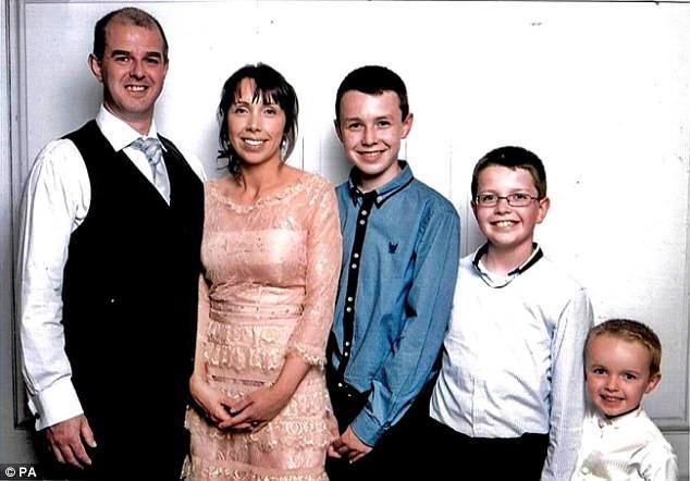 Άγριο έγκλημα στην Ιρλανδία.-Δάσκαλος έσφαξε τα παιδιά και την σύζυγό του γιατί δεν άντεξε την ντροπή - Τον έπιασαν στο σχολείο να βλέπει π@ρvό