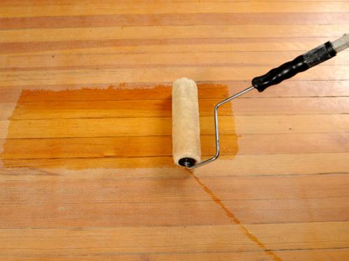 Hướng dẫn cách làm sạch đồ gỗ bị mốc khi trời nồm