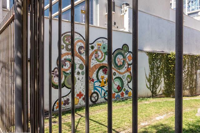 Mosaico no muro de uma casa
