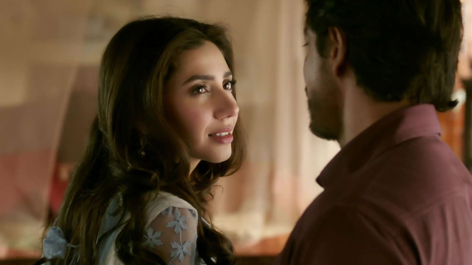 Mahira Khan - Raees - Hot Pakistani Actress Picture And Images-1990