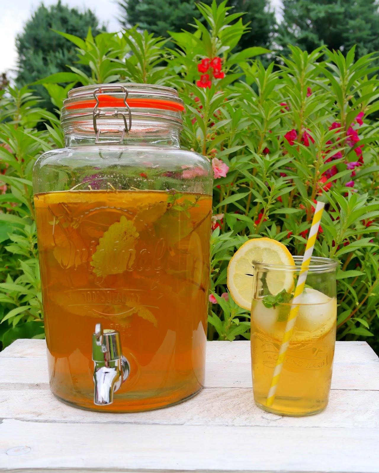 Gotowa mrożona herbata w szklanym słoju marki Kilner