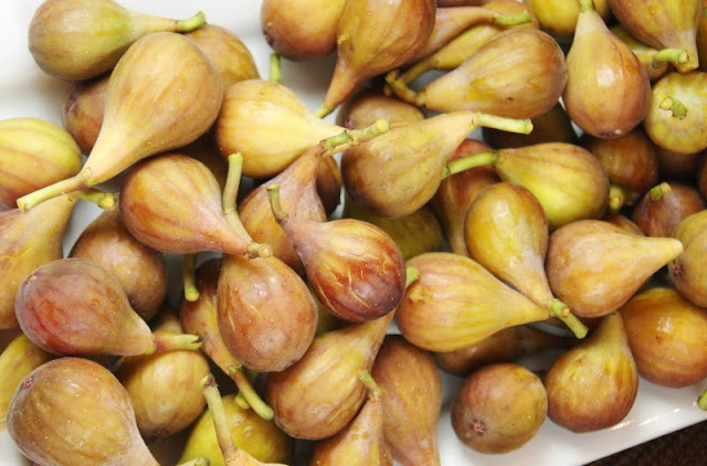Pile of Fresh Figs Image