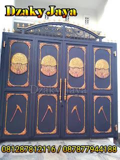 Pemasangan Pintu Lipat Besi Tempa Motif rumah Honai