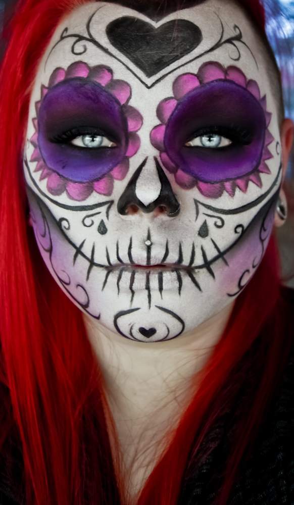10-Sugar-Skull-Violet-Carla-CrimsonnOnyxx-Face-and-Body-Painting-by-a-Chameleon-like-Artist-www-designstack-co
