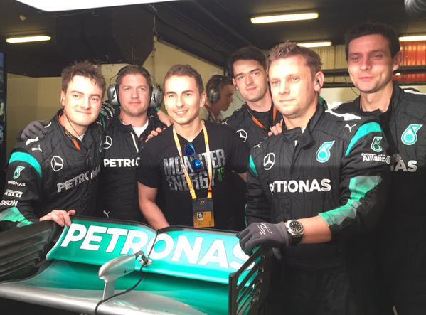 Lorenzo Akan Kendarai Mobil F1