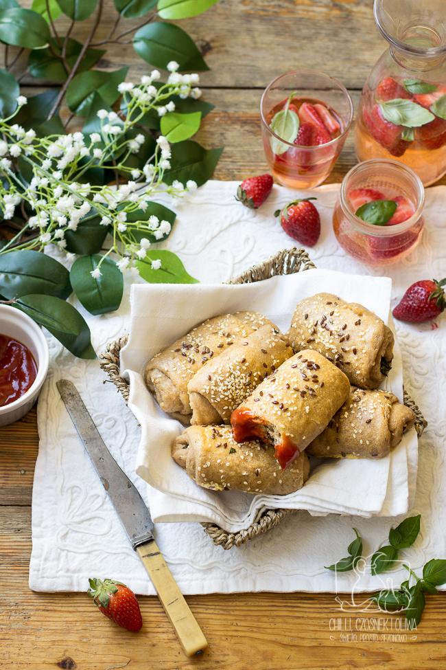 bułeczki piknikowe, bułeczki śniadaniowe, piknik, śniadanie, liście rzodkiewki, drożdżowe bułeczki
