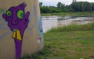 http://fotobabij.blogspot.com/2016/07/graffiti-na-filarze-mostu.html