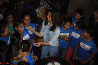 Alia Bhatt in Denim and jeans with NGO Kids 03.JPG