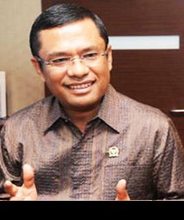 Gambar Menteri Perindustrian M Saleh Husin