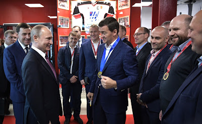 Russian President with the players of the team Neoplan, winners of the 2014 Night Hockey League tournament.