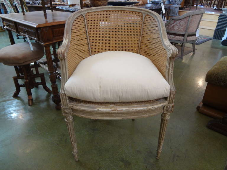 french bergere chair swivel not staying up eye for design decorating with the