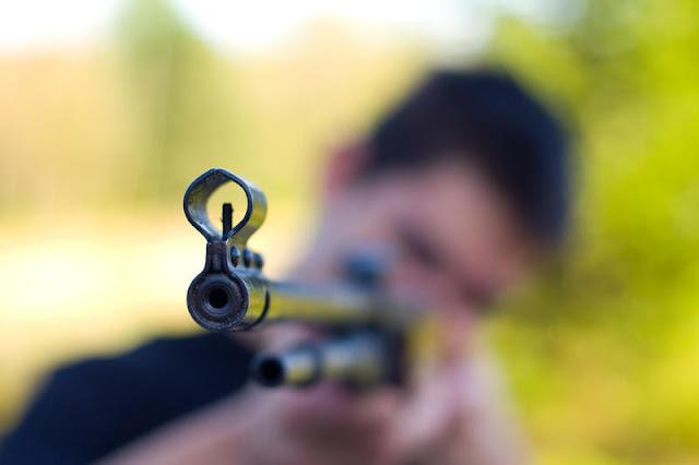 Нетрезвый мужчина выстрелил в соседа