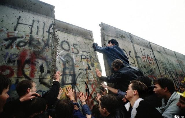 Muro de Berlim derrubado