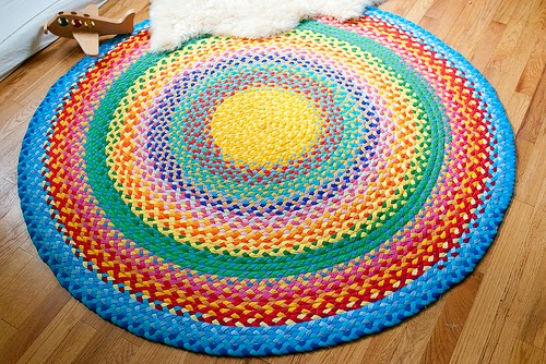Repurpose Old T-Shirts into This Amazing Crochet Rug