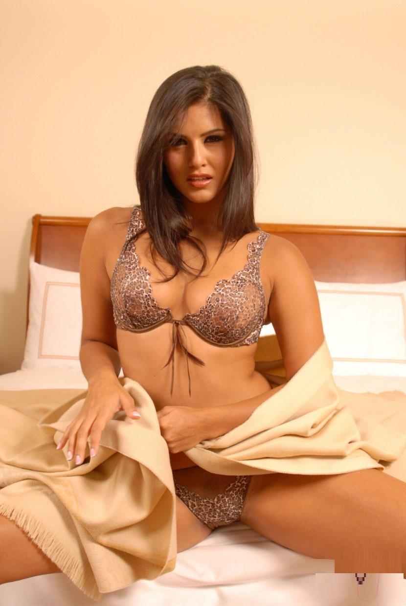 Sunny Leone Strip Nude  Really Ravishing