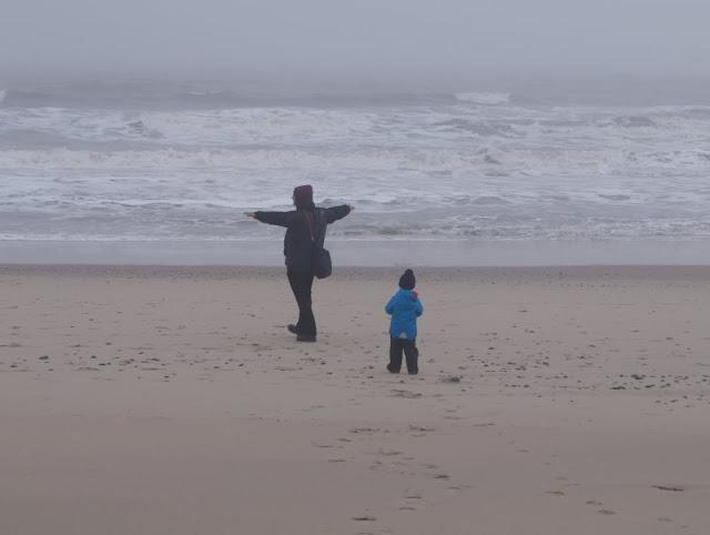 Wunderbarer Nebel am Strand von Houvig: Im Nebel zu wandern, kann so manche Überraschung bergen, besonders am Meer. Auf Küstenkidsunterwegs nehme ich Euch mit in unseren Nebel-Ausflug in Dänemark, der ganz anders endete, als wir anfangs gedacht hatten!