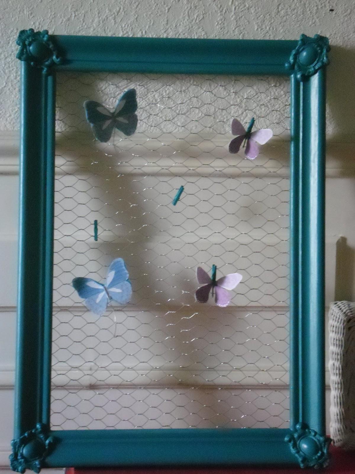l 39 atelier des couleurs du temps cadre ancien p le m le peint grillage et papillons vendu. Black Bedroom Furniture Sets. Home Design Ideas
