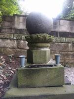 玉のような形の鍵屋のお墓