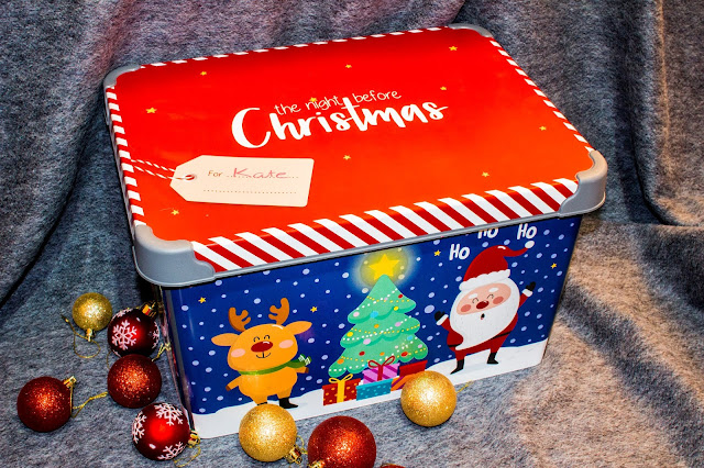 Plastic Christmas Eve box with lid