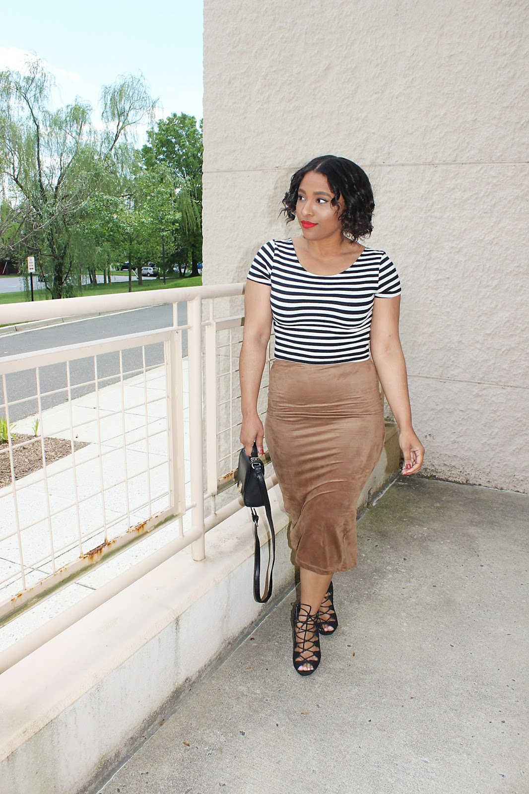 suede, midi skirt, stripes, chic looks, fashion, nude skirt