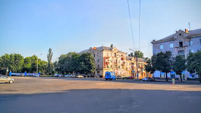 Продажа 3-комнатной сталинки на площади Артема