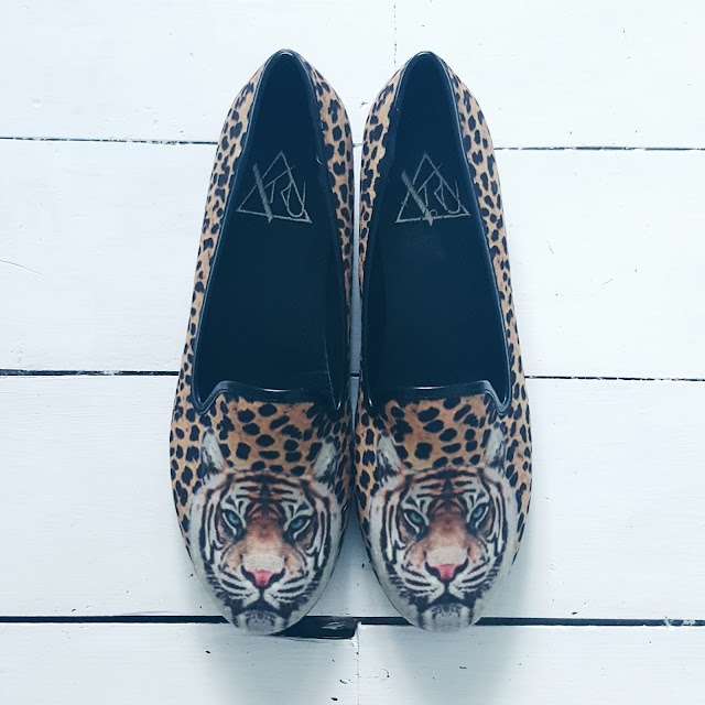 yru pumps with a tiger on
