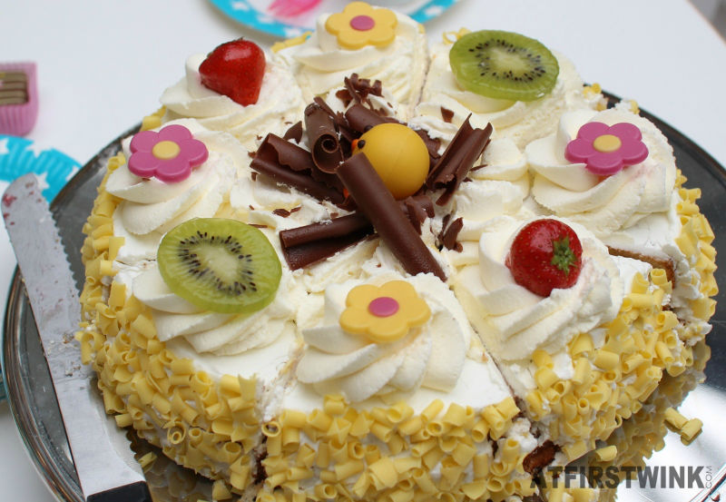 HEMA Easter cake with chocolate flowers and a baby chick