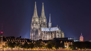 Fotografía de la Catedral de Colonia de noche