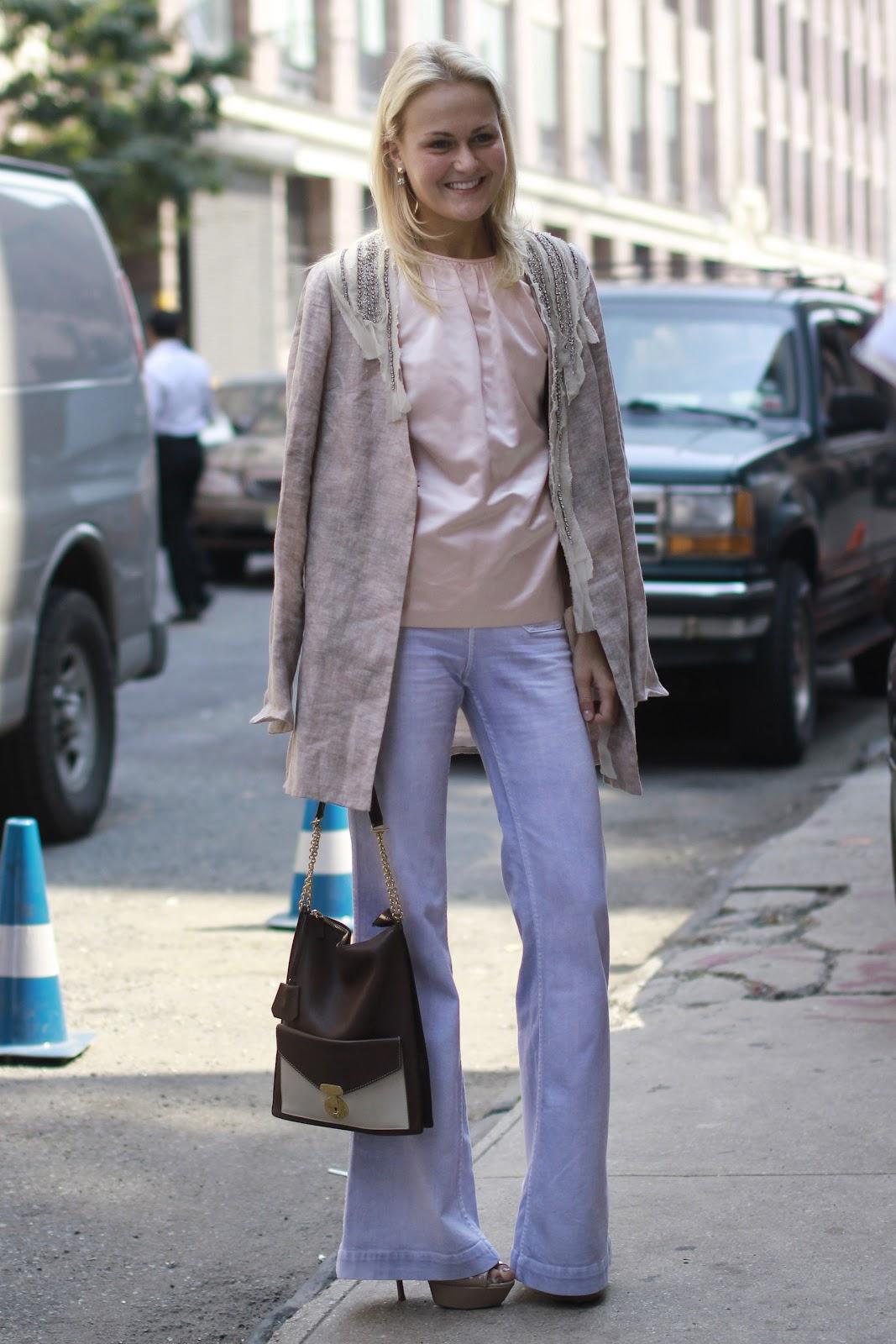 439f34f991 En las pasadas Catwalks ha estado presente en todos los front row. También  son conocidos como pantalones ...