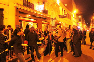 Street Music in the 10th arrondissement of Paris