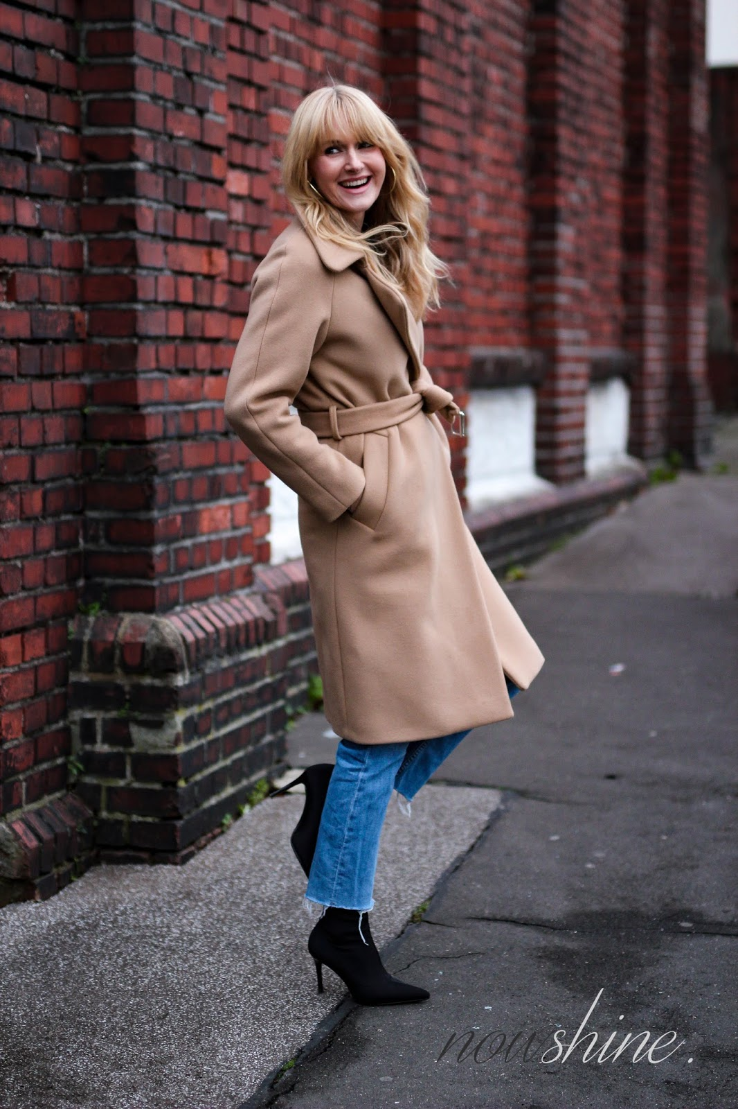 Wollmantel-Camel-Pullover-Strenesse-Sockboots