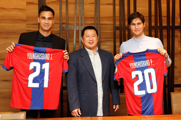 Davao Aguilas FC Officially Signs Phil And James Younghusband