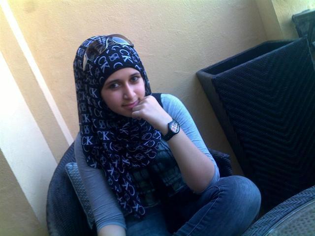 انسة سعودية مقيمة فى بريطانيا ابحث عن رفيق لحياتي زوج كريم طيب