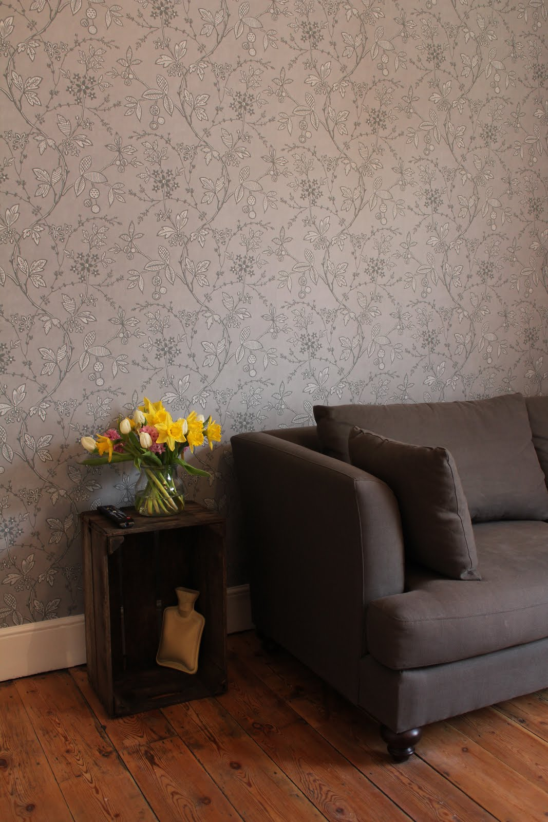 Little Greene Wallpaper in Lead