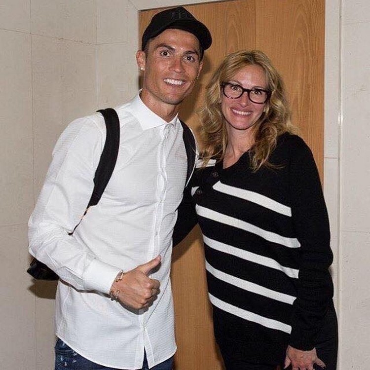 Julia Roberts was embarrassed at a meeting with footballer Cristiano Ronaldo
