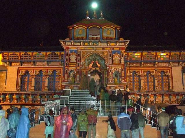 मुस्लिम शायर ने लिखी थी, बद्रीनाथ में होने वाली आरती... - newsonfloor.com